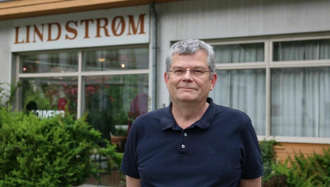 USIKRE TIDER: Knut Lindstrøm fortel at det blir dårleg med serveringstilbod på Lindstrøm Hotell dersom ikkje grensene opnar, eller dei norske kokkane plutselig vil til Lærdal.
