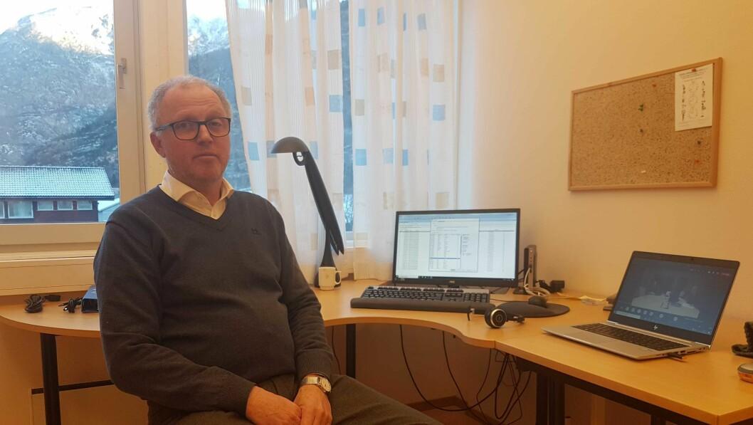 TESTING: Kommuneoverlege Frode Myklebust fortel at mange vart testa i går. I dag skal endå fleire testast.