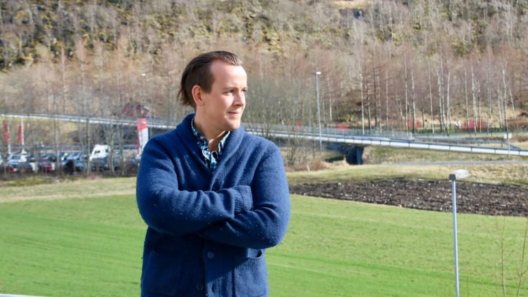 REISER: Alex Ek har jobba mykje blant ungdommen i Høyanger, men vender no blikket mot Vik og ny jobb.