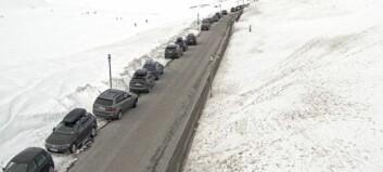 Parkerte påsketuristar skapar trafikktrøbbel på Vikafjellet