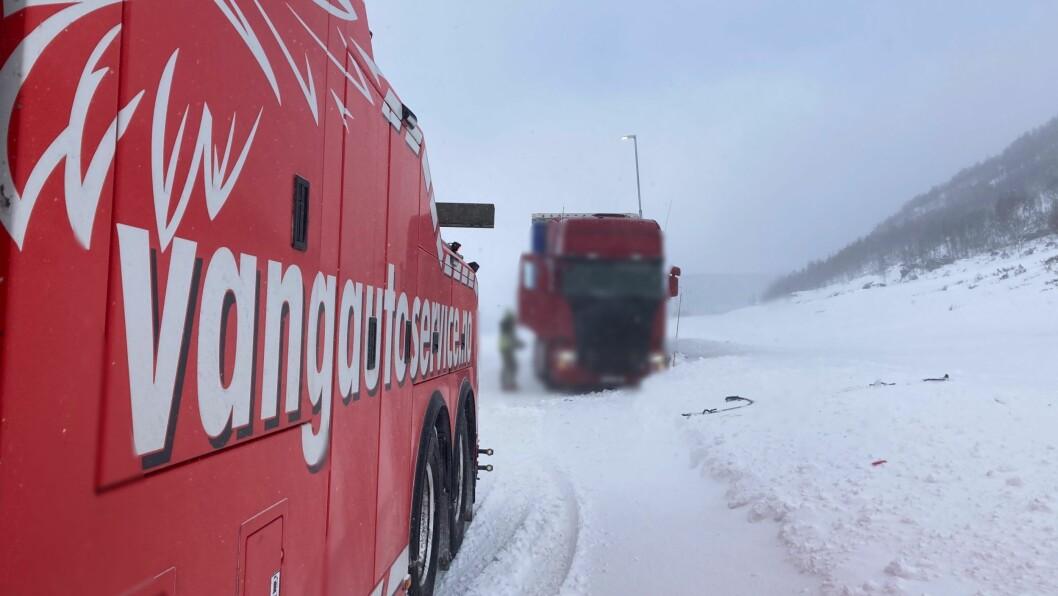 HEKTISK: Det har vore ein travel dag på fjellet for Anders Frydenlund og Vang Auto-Service Lærdal.