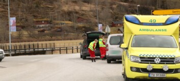 Trafikkulykke i Gaupne - tre personar frakta til legevakt