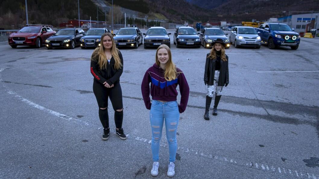 I FRONT: Helena Beatrice Høsøien (F.v) og Emilie Holmås er blant deltakarane som skal fronte rånemiljøet i Sogn i TV 2-serien