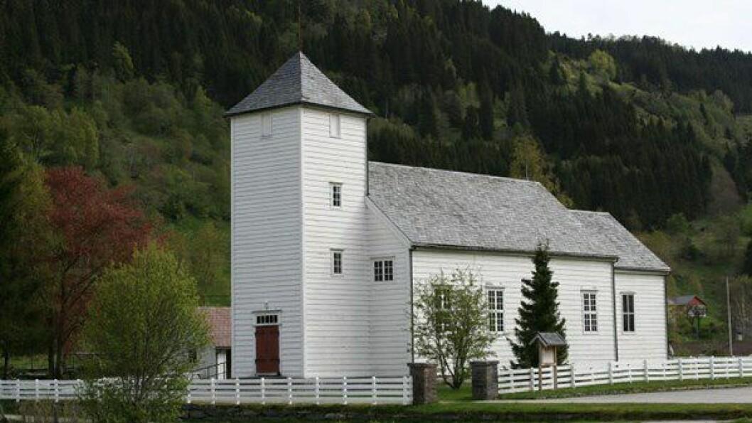 BYGSTAD KYRKJE: I denne kyrkja byrja klokkene å kime natt til laurdag.