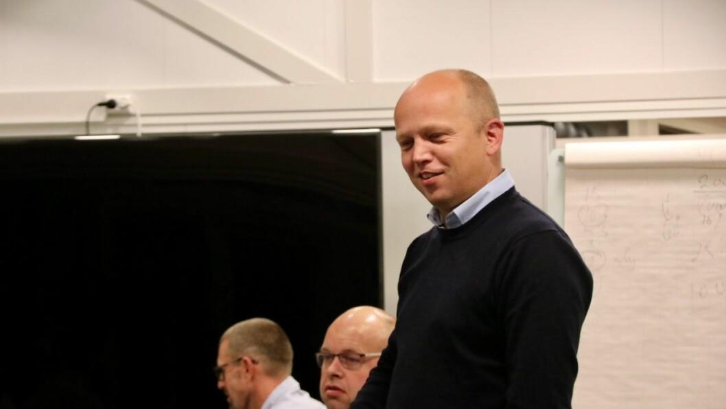 i HØYANGER: Trygve Slagsvold Vedum på eit besøk i Høyanger i haust.