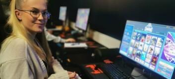 Barnevernsstudenten Tomine får opplæring i gaming