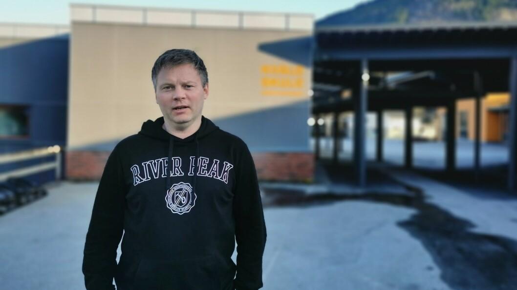 SKEPTISK: Rektor Kjetil Sønnesyn ved Kvåle Skule tykkjer det er synd dersom fleire studietilbod utgår.