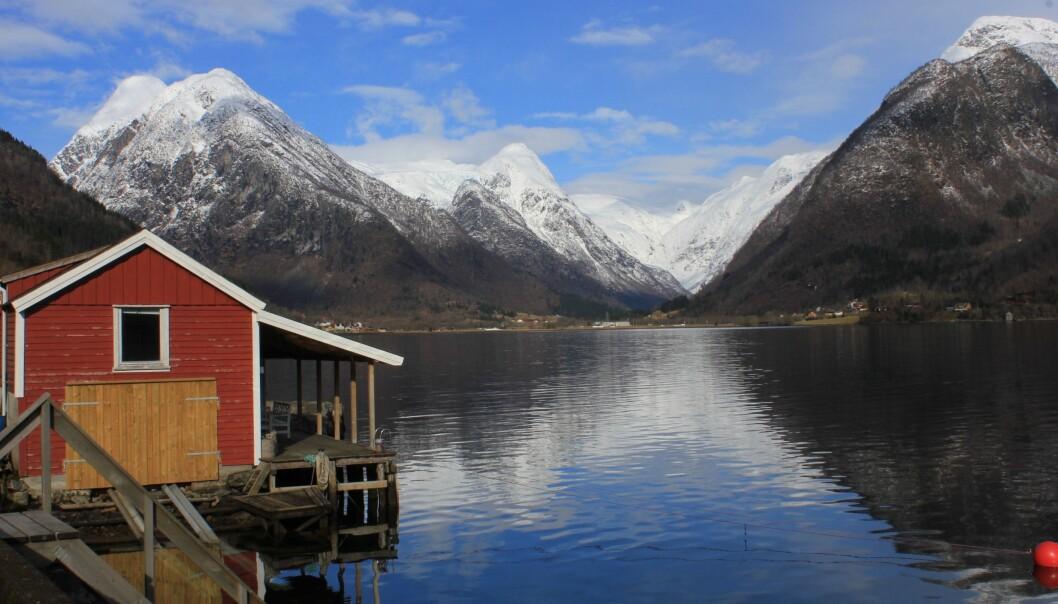 GODVÊR: Sola har spegla seg i fjorden dei siste vekene og gradestokken har tidvis bikka tosifra. No er me derimot påveg mot eit vêrskifte.