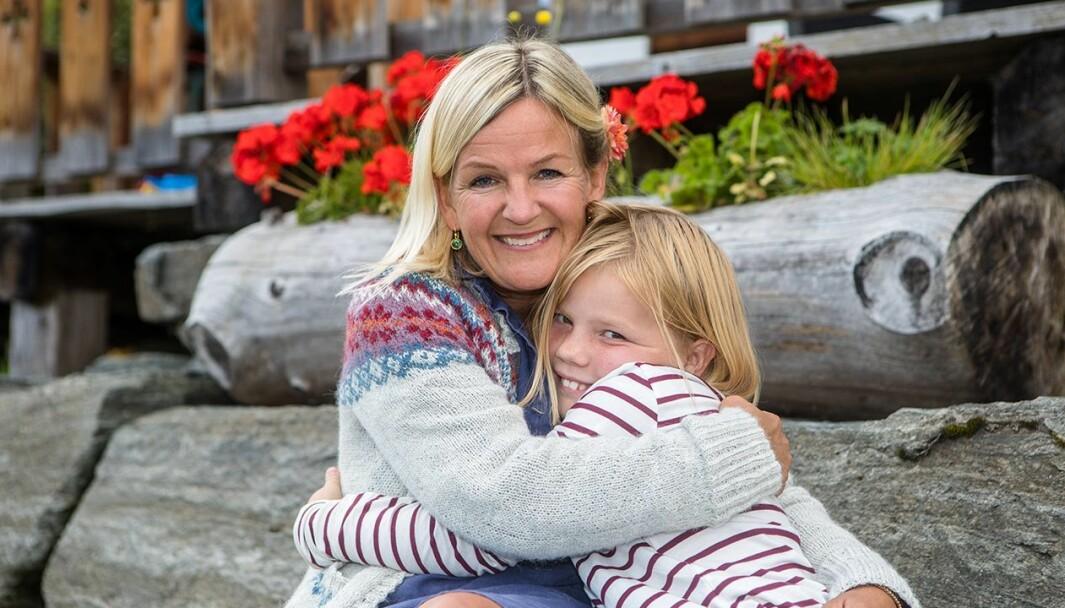 BARN OG UNGE: Kristin Vee har heilt sidan ho var nyutdanna lærar i 1994 kjend på ansvaret om å ivareta barnets beste. No har ho sjølv fire born.