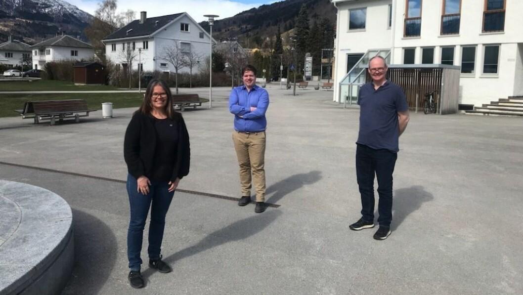LANDSMØTE: Vibeke Johnsen, Hans Christian Andersen-Knudsen, og Gaute Losnegård deltek digitalt frå Sogndal