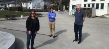 Landsmøte til SV er i full sving: Desse tre har rigga seg til i Sogndal og deltek digitalt