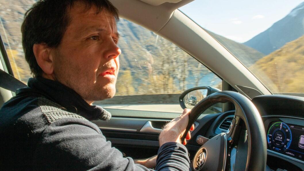 SVINGAR: Nils Solheim har fått meir plass å blotre seg på nedover Fardalsvingane.