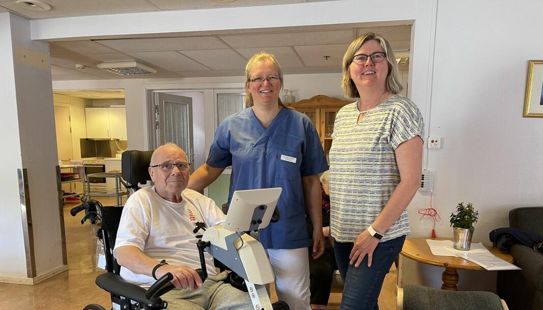 Både bebuarane og fysioterapautane ved sjukeheimen på Årdalstangen gler seg over dei nye syklane