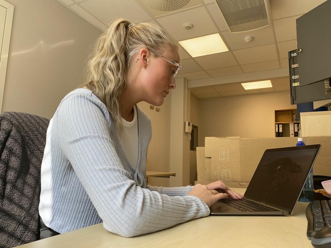 TUNG KVARDAG: Den digitale studiekvardagen har gått hardt inn på studenten Anna Thomassen Øren. Ho etterlyser no eit betre psykisk helse-tilbod for dei unge.