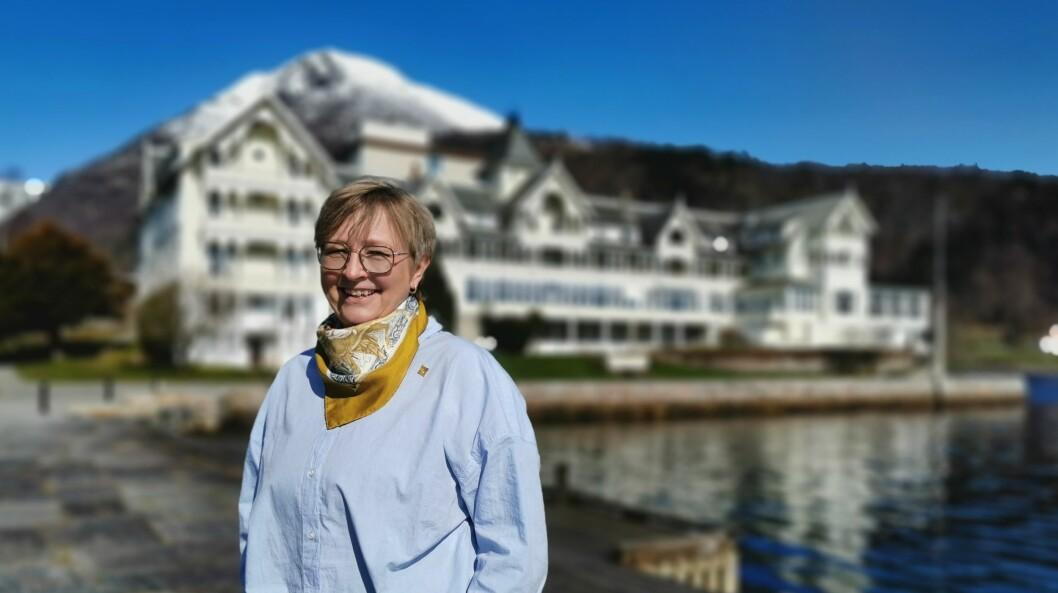 KLAR: Bookingansvarleg Kari Kvikne ved Kviknes hotel i Balestrand er håpefull - med atterhald - inn mot den kommande turistsesongen