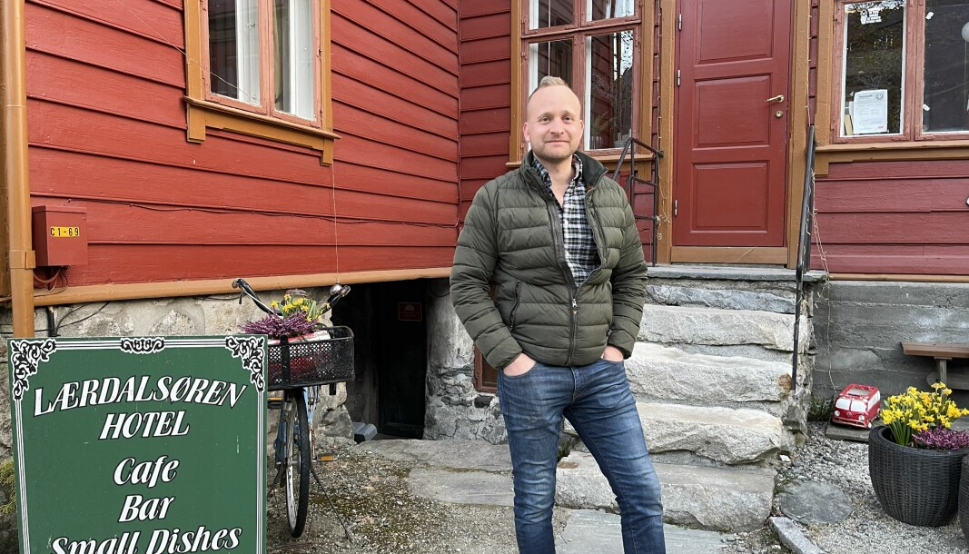Johannes Einemo fekk ein hektisk kveld då grensekontrollen kontakta han med dårlege nyhende