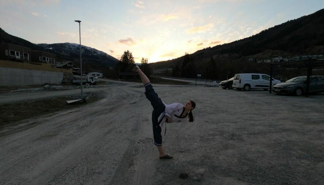 TAEKWONDO: Embla Gjerde Sviggum (17) har dreve med taekwondo i tolv år, og har ambisjonar om landslaget.