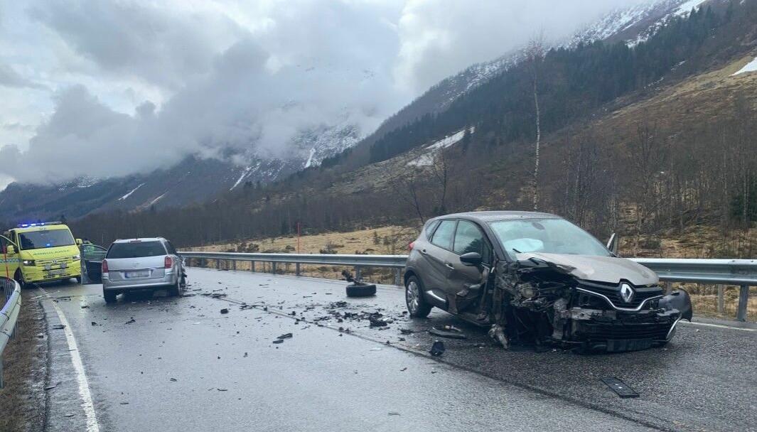 FJÆRLAND: Ulykka skjedde utanfor Fjærlandstunnelen mandag denne veka.