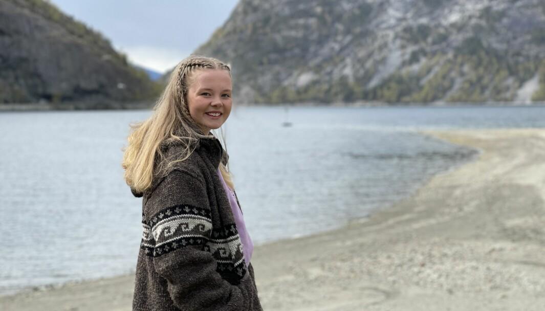 FRÅ BERGEN TIL LÆRDAL: Kristin Lysebo har blitt midlertig lærdøl i sju veker. Det trivest ho svært godt med.