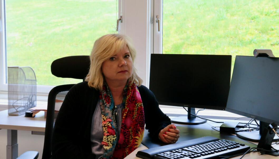 PRESENTERER: Kommunedirektør Irene Søreide presenterer kostnadene Asplan Viak har komme fram til for dei ulike alternativa.