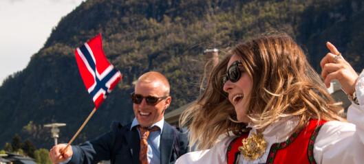 Ni saluttar starta det heile: Gjenopplev folkefesten i Sogndal her.