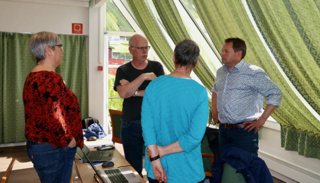 MØTE: Raudt og Senterpartiet kom med eit felles forslag i saka, saman med SV. Frå venstre: Randi Aven (R), Einar Rysjedal (R), Geir Helge Østerbø (Sp) og Ingunn Kandal (R).