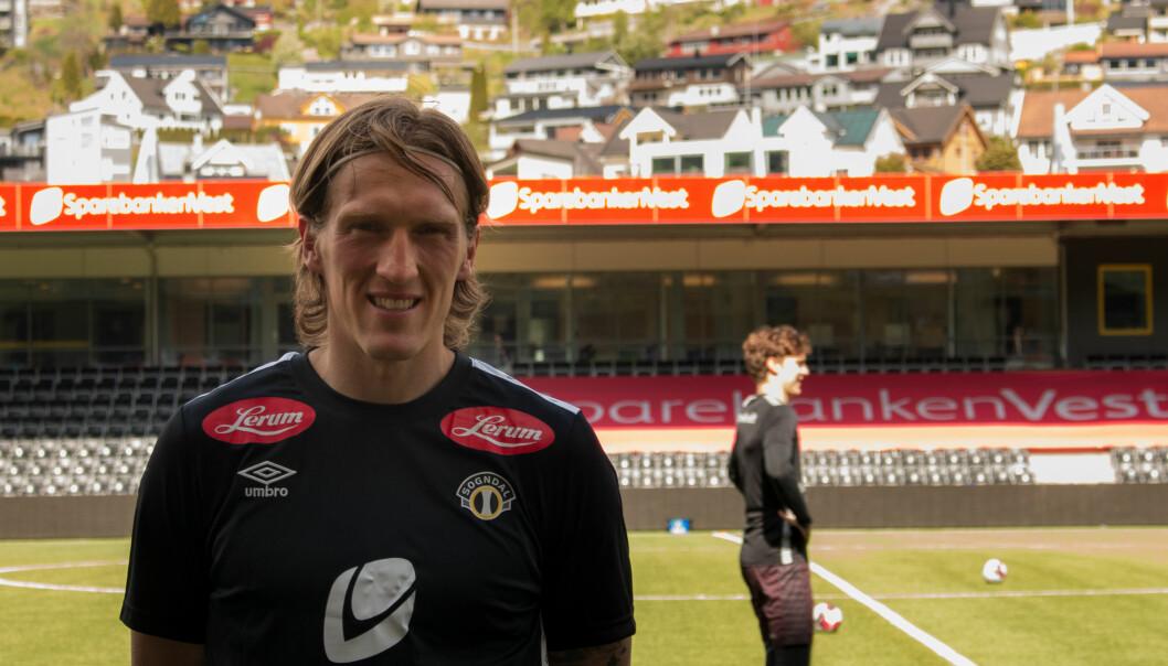 SMILAR BREIDT: Per Egil Flo etter sin aller første trening med Sogndal, sidan han signerte med gamleklubben.