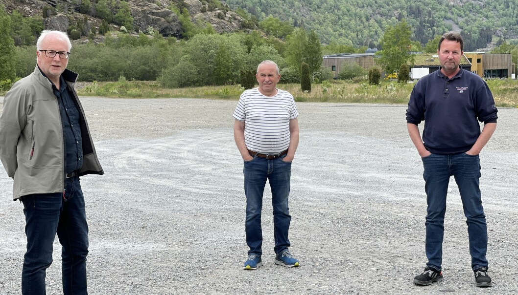 PLANLEGG: (f.v.) Hallvard Thomassen, Bjarne Nedrehegg og Terje Brugrand arbeider no med å få i gang prosjektet i sentrum.