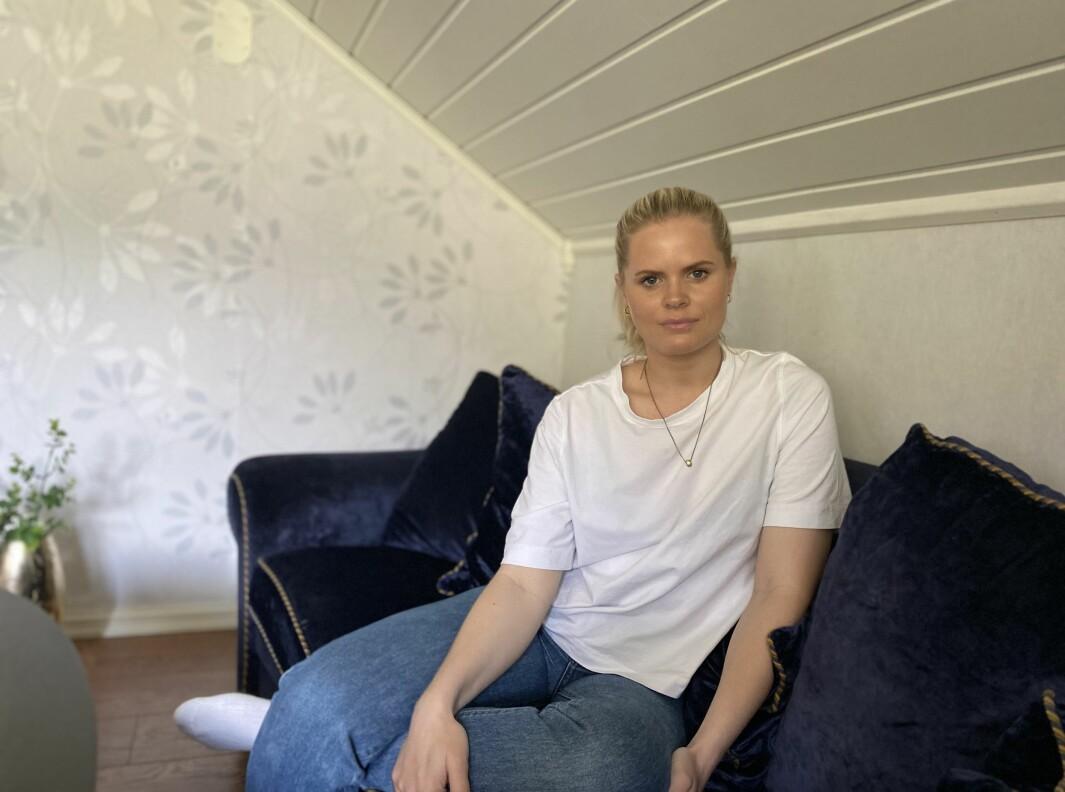 ÅLEINE: I alt fire månader vil Gerny Olin Teigen ha tilbringt praksistilværelsen i Balestrand, når ho avsluttar praksisen neste månad. Langt vekke frå både sambuar og son.