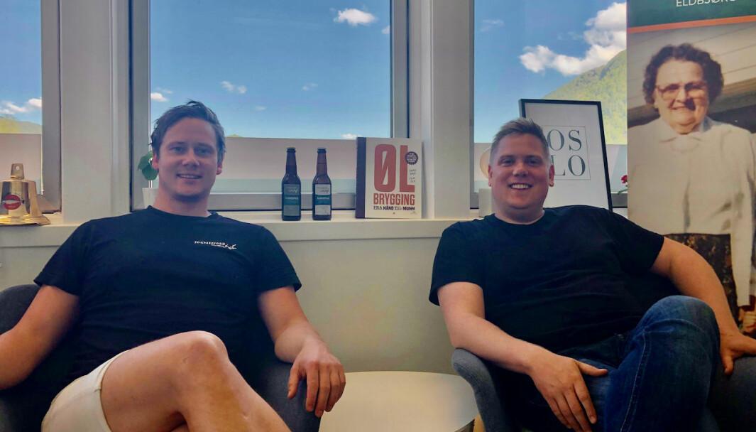NYTT: Even Halås Søreide (t.h.) og Rune André Nesheim (t.v.) er barndomskompisar og samarbeider no om å lansere eit nytt ølmerke i butikkane.