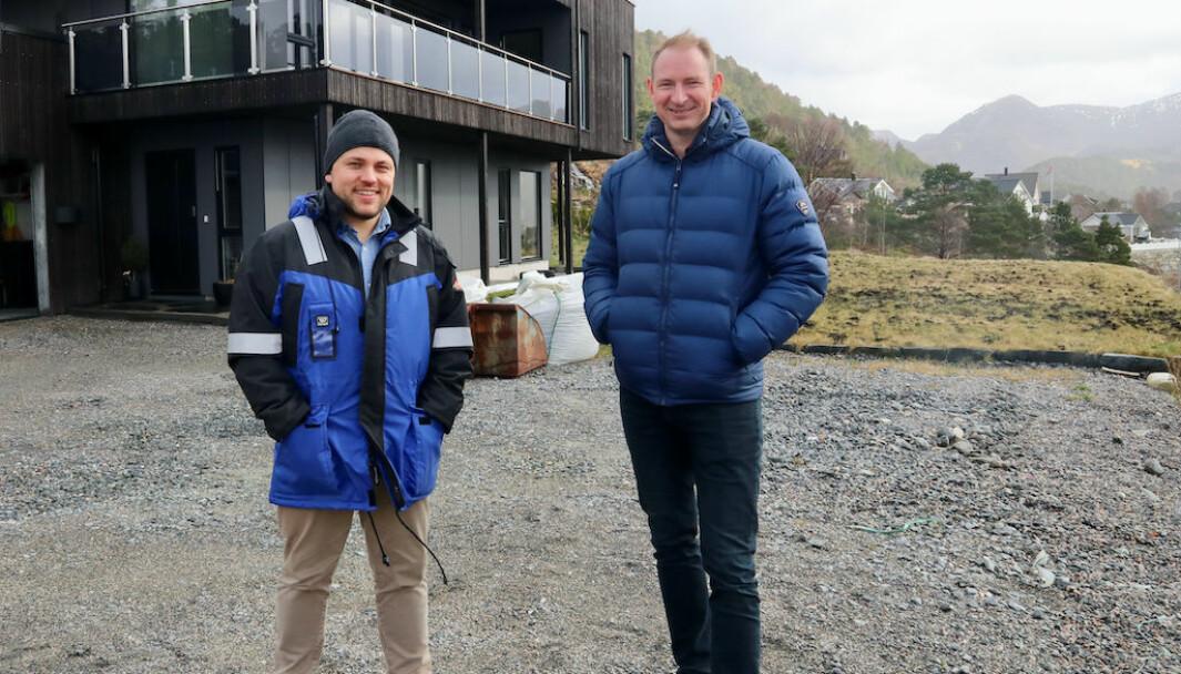 SATSAR: Daniel Olai Kvernøy (t.v.) og Rune Håvåg (t.h.) står frå før bak Eivindvik bulyst. I sommar skal dei vere med og drive Eivindvik brygge.