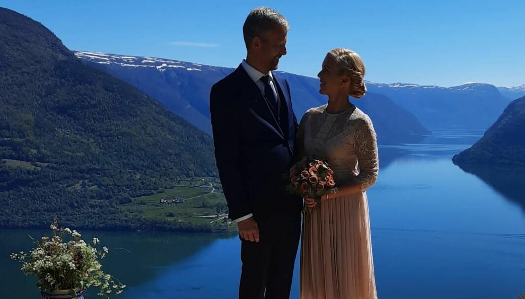 LUFTIG: Ein stille og roleg bryllaupsdag med nærmaste familie var løysinga då Kirsti Møller Bruland og Nils-Sander Bruland Øygard bestemte seg for å gifta seg.