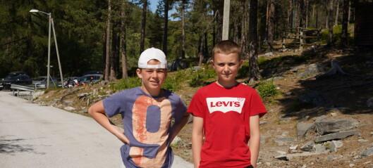 To månader etter at Johan (11) vart smitta, opna skulen opp på grønt nivå: – Har sakna å klemme