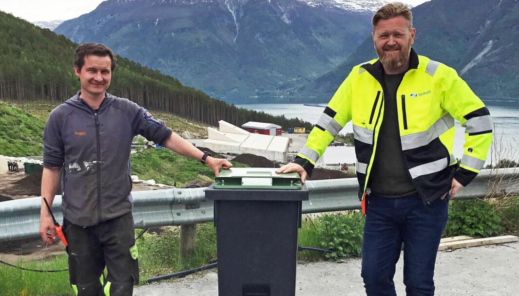 GRØN: Robin Frinchsen (t.v) og Geir Øygard viser fram den nye dunken til SIMAS
