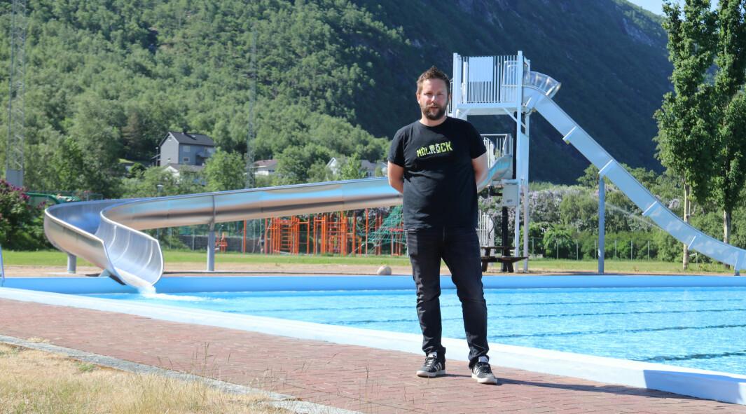 OPNAR: Frank Runar Øren ser fram til å opne bassenget for sesongen, og har tru på ein ny knall-sommar.