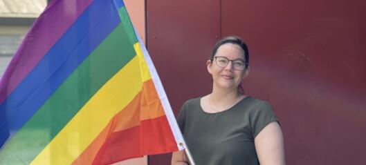 Barnehagen flaggar med regnbogeflagget for fyrste gong: – Viktige verdiar å ha med seg tidleg