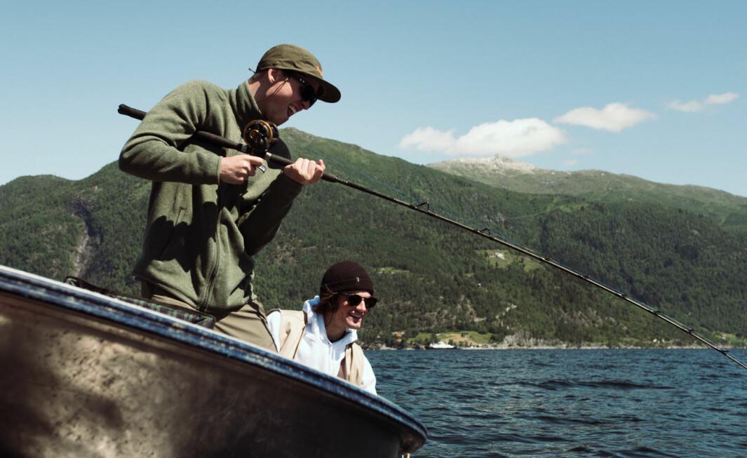 TRIVEST BEST MIDTFJORDS: Dei to unge herremennene Viljar Brekke (t.) og Mons Johan Hoel (t.v) møttest då dei jobba som skiinstruktørar på Gol. Så sette stø kurs mot Sognefjorden.