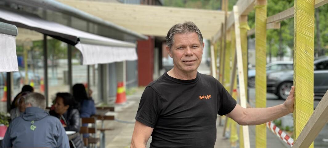 Kjell satsar på storutviding av kaféen både ute og inne: – Det har gått fantastisk bra, og då må eg få det til