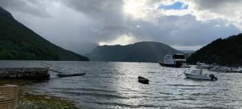Båt tok inn vatn i Eidsfjorden