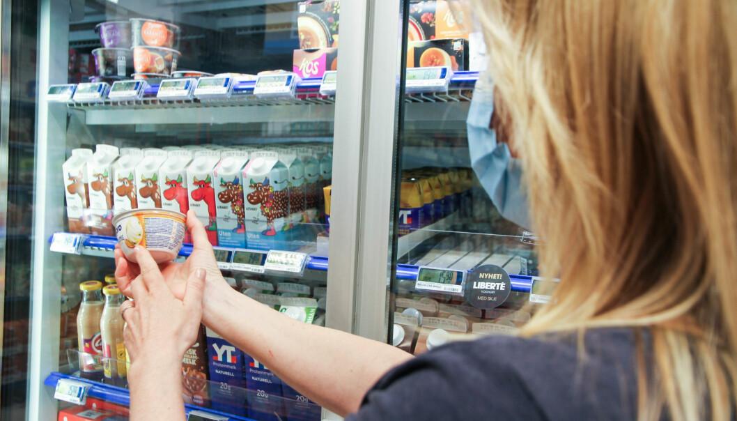 DATOMERKING: Dårleg datomerking for blinde fører til matsvinn, skriv Blindeforbundet.