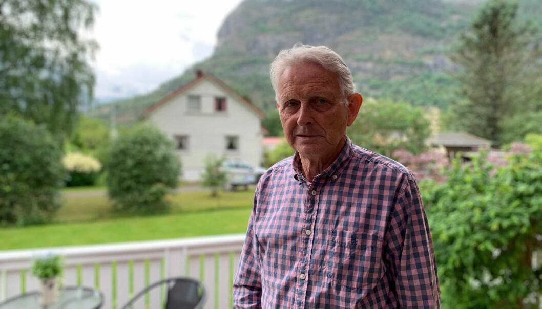 LÆRDAL IL: Magnar Ljøsne har teke vare på mange gamle papir. No deler han dei med andre i bokform.