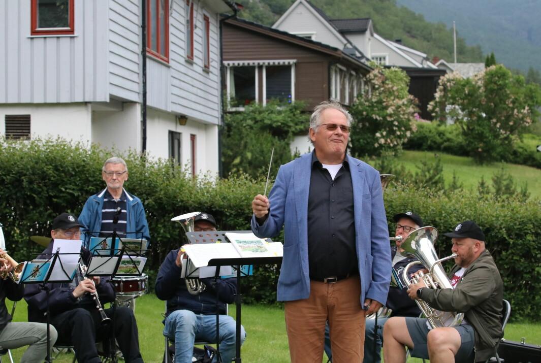 GLEDE: Dirigent for Årdalstangen musikklag Oddgeir Øren var i toppslag under dagens løp i Årdal.