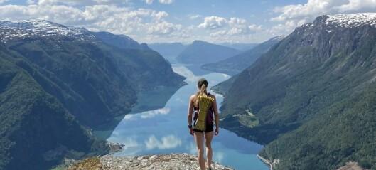 Pakka med bollar, gjekk til topps, og avslutta turen med eit bad i fjorden