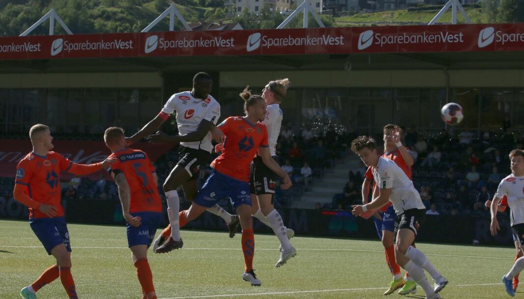1-0: Mansour Gueve scorar og sender Sogndal i ledelsen etter 15 minutt.