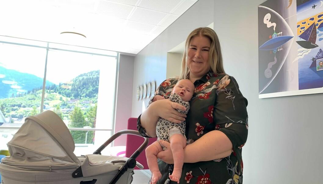 EINSEMD: Nybaka småbarnsmor Andrea Cecilia Løkken ser føre seg at det nok sit mange einsame småbarnsforeldre i kommunen.