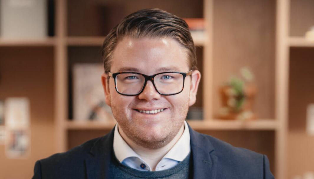 TENKER PÅ FRAMTIDEN: Tommy Aarethun er kommunikasjonssjef i Initiativ Vest, og har no blitt prosjektleiar for Vestlandsakademiet.