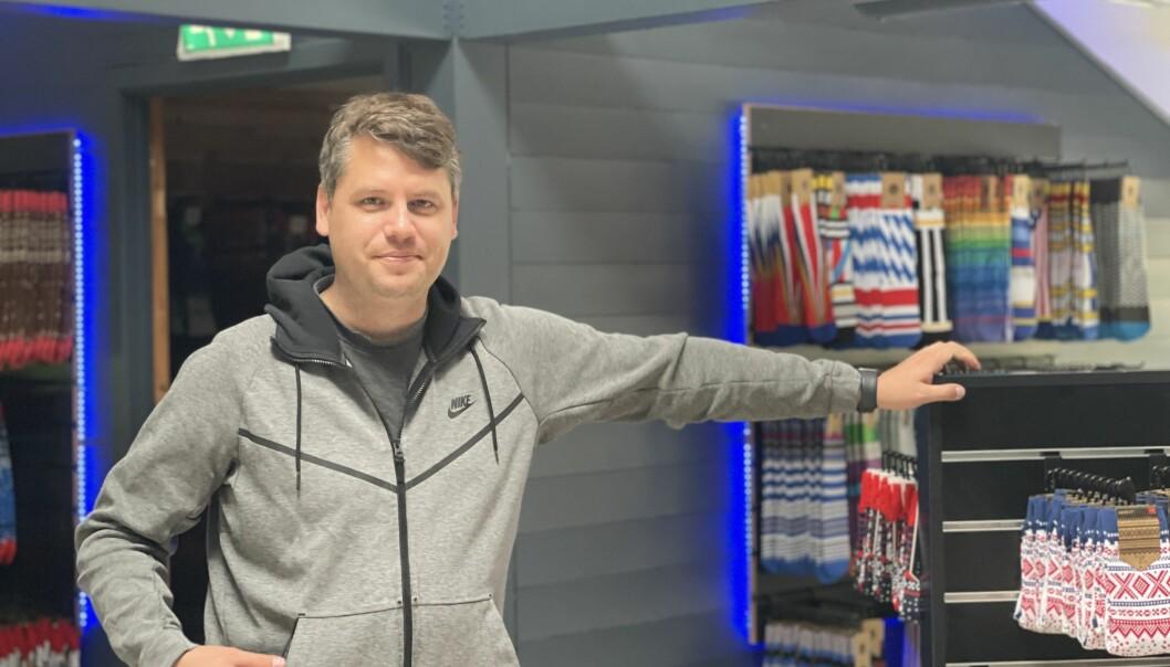 HEKTISK: Remi Lunde Solbakken jobbar hardt mot å få opne butikken sin på Ljøsne.