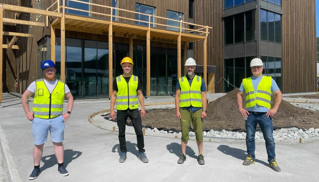 GLAD: Det var fire nøgde karar som møtte Porten for å vise fram det nye bygget. Frå venstre: Erlend Fardal Lunde, Ole Rosenlund, Tage Rickard Sundell & Henry Arne Helle.