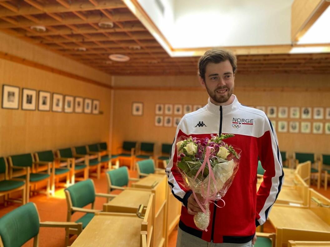 VART HYLLA: Skyttar Jon-Hermann Hegg fekk i dag ein ekstra hyllest, ved rådhuset i Lærdal.