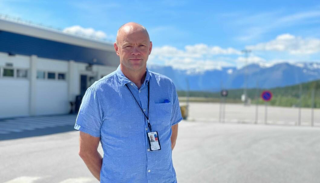 ENDELEG: Tala på reisande er på veg oppover, til stor glede for lufthavnsjef Kjell Otto Gjesdal.